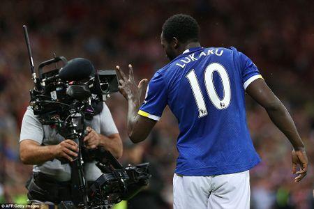 Lukaku ghi hat-trick, Everton thang doi cua David Moyes - Anh 9