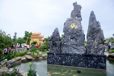 Toan canh nha tho To cua Hoai Linh o Sai Gon - Anh 14