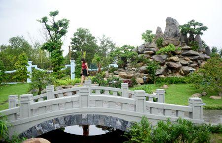 Toan canh nha tho To cua Hoai Linh o Sai Gon - Anh 17