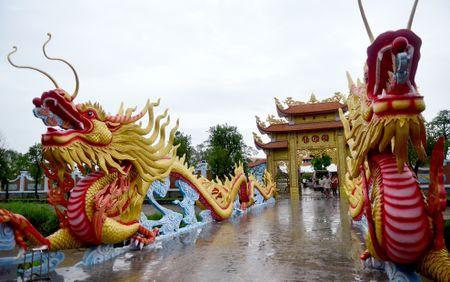 Toan canh nha tho To cua Hoai Linh o Sai Gon - Anh 4