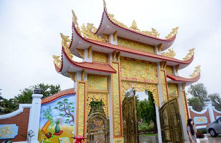 Toan canh nha tho To cua Hoai Linh o Sai Gon - Anh 5