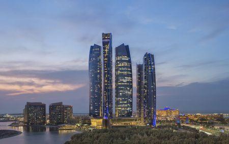 Nhung dieu khien Abu Dhabi tuyet dieu hon Dubai - Anh 12