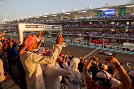 Nhung dieu khien Abu Dhabi tuyet dieu hon Dubai - Anh 19