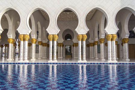 Nhung dieu khien Abu Dhabi tuyet dieu hon Dubai - Anh 1