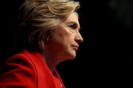 Bi viem phoi, ba Clinton van 'bo ngoai tai' loi bac si - Anh 1