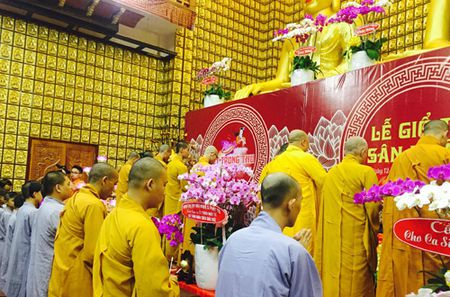 Phuong Thanh vao benh vien mung sinh nhat Minh Thuan - Anh 2