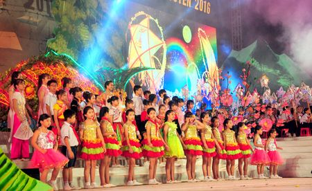 "Hap dan ""Dem hoi Thanh Tuyen 2016"" - Anh 1"