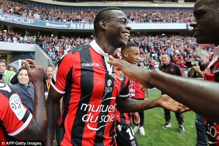 Balotelli lap cong, Nice gianh chien thang huy diet truoc Nantes - Anh 3