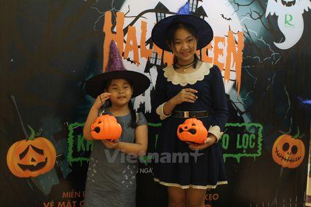 Gioi tre Ha Noi 'xuong duong' voi tao hinh rung ron dip Halloween - Anh 10