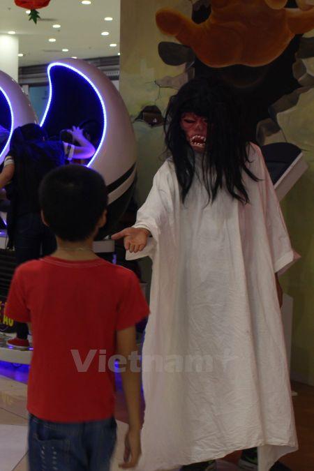 Gioi tre Ha Noi 'xuong duong' voi tao hinh rung ron dip Halloween - Anh 11