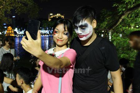 Gioi tre Ha Noi 'xuong duong' voi tao hinh rung ron dip Halloween - Anh 3