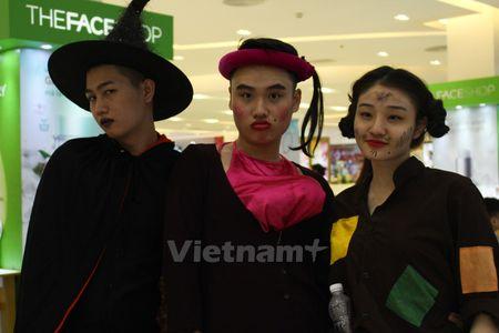 Gioi tre Ha Noi 'xuong duong' voi tao hinh rung ron dip Halloween - Anh 7