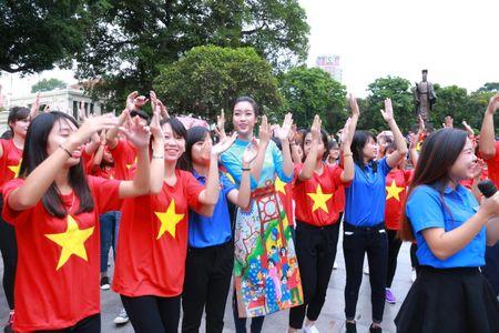 Dan Hoa hau cung hang ngan hoc sinh, sinh vien 'Nhay vi su tu te' - Anh 1