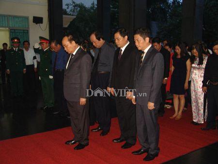 Doan dai bieu TU Hoi NDVN vieng le tang dong chi Nguyen Van Chinh - Anh 2