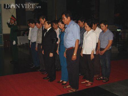 Doan dai bieu TU Hoi NDVN vieng le tang dong chi Nguyen Van Chinh - Anh 5