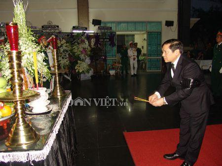 Doan dai bieu TU Hoi NDVN vieng le tang dong chi Nguyen Van Chinh - Anh 6