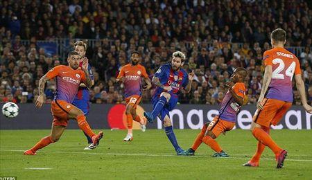 Luot 4 vong bang Champions League: Barca tang qua cho Pep Guardiola - Anh 1