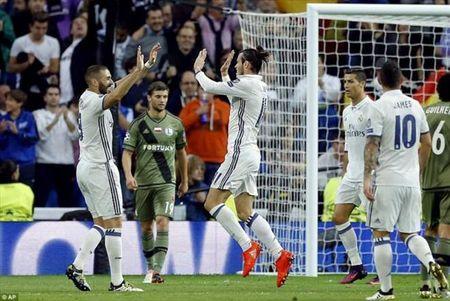 Luot 4 vong bang Champions League: Barca tang qua cho Pep Guardiola - Anh 5
