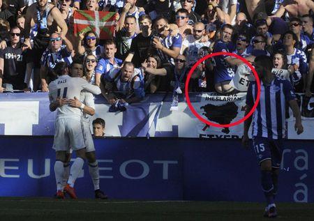 Diem tin hau truong 31/10: CDV M.U xai chieu cu nham 'da dao' Mourinho; CR7 bi fan Alaves khoe mong che gieu - Anh 3