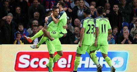 Top 5 cai ten 'hot' nhat vong 10 Premier League - Anh 2