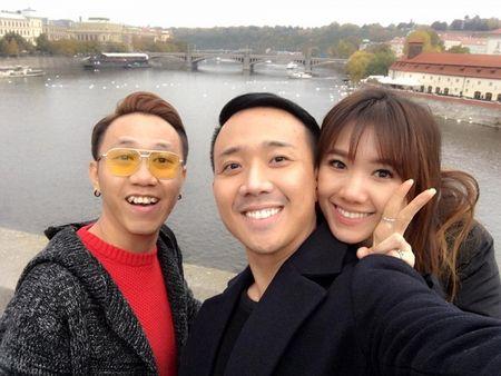 Tran Thanh va Hari Won tinh tu hanh phuc o chau Au - Anh 13