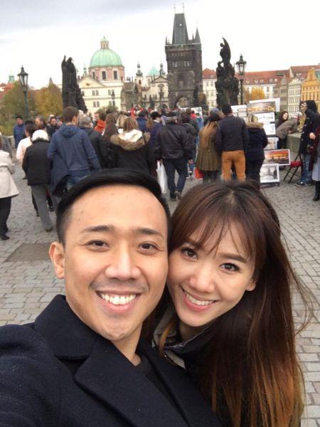 Tran Thanh va Hari Won tinh tu hanh phuc o chau Au - Anh 1