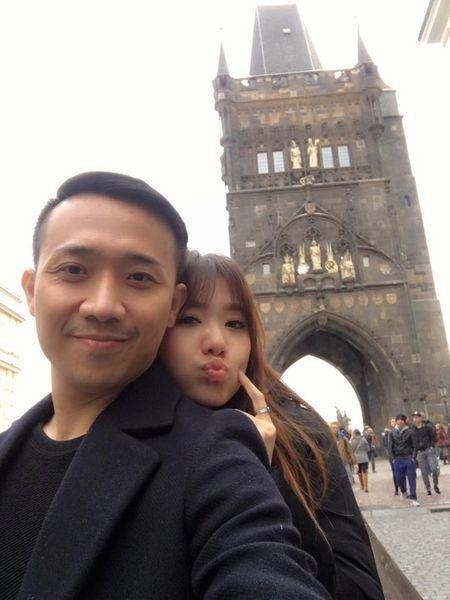 Tran Thanh va Hari Won tinh tu hanh phuc o chau Au - Anh 5