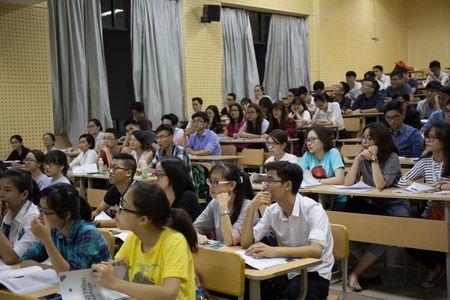 Lop hoc tai chinh chung khoan mien phi cho sinh vien Ha Noi - Anh 2