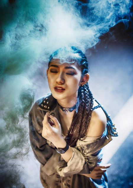 Sao Viet 31/10: Ngoc Trinh boc lua, Noo 'mat phu huynh, nguoi hoc sinh' - Anh 1