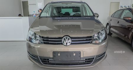 Volkswagen Sharan chot gia 1,9 ty dong, canh tranh voi Honda Odyssey - Anh 2