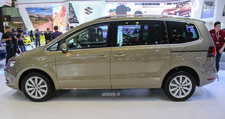 Volkswagen Sharan chot gia 1,9 ty dong, canh tranh voi Honda Odyssey - Anh 3
