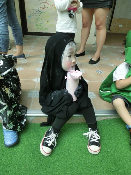 Le hoi Halloween: Day la em be hoa trang Vo Dien dang yeu nhat - Anh 1