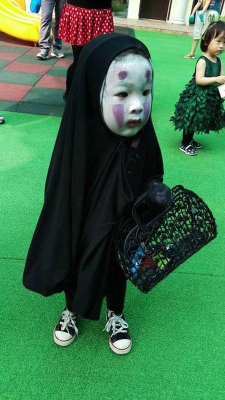 Le hoi Halloween: Day la em be hoa trang Vo Dien dang yeu nhat - Anh 4