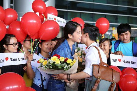 Nam Em vat va dua 11 vali hanh ly ve Viet Nam sau Miss Earth 2016 - Anh 3