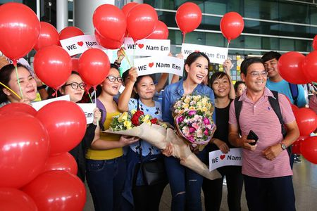 Nam Em vat va dua 11 vali hanh ly ve Viet Nam sau Miss Earth 2016 - Anh 5