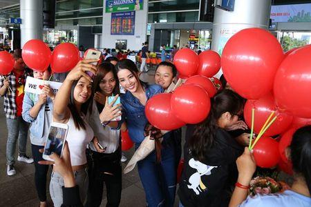 Nam Em vat va dua 11 vali hanh ly ve Viet Nam sau Miss Earth 2016 - Anh 8