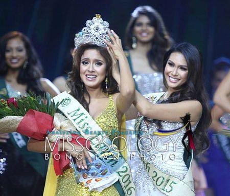 Hoa hau Philippines tra vuong mien sau khi noi xau Miss Earth 2016 - Anh 2