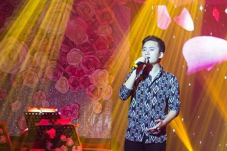Phan Manh Quynh duoc nguoi ham mo o tinh vay kin - Anh 2