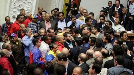 Vi sao Venezuela roi vao hon loan? - Anh 1