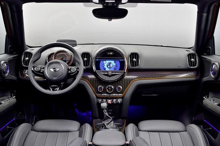 Ra mat crossover MINI Cooper Countryman 2017 the he moi - Anh 10