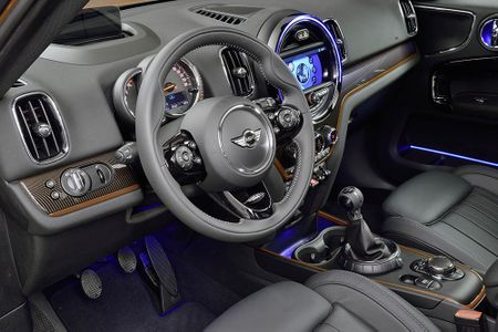 Ra mat crossover MINI Cooper Countryman 2017 the he moi - Anh 12