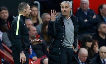 Jose Mourinho doi mat voi an phat cam chi dao 4 tran - Anh 1
