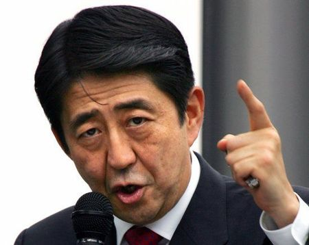 Thu tuong Shinzo Abe: Nhat Ban se van trung phat Nga - Anh 1