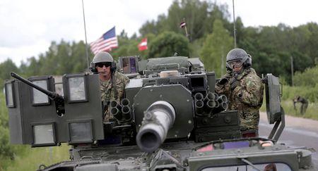 NATO rao riet day manh chuan bi cho cuoc chien voi Nga? - Anh 1
