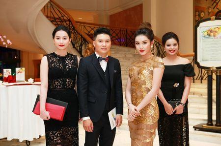 "A hau Huyen My toa sang tai Show thoi trang ""Man and Blue"" Phan Nguyen - Anh 2"