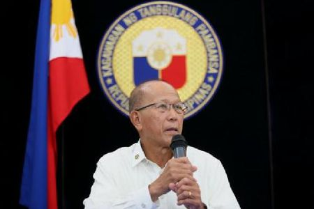 'Ngu dan Philippines den bai can Scarborough, chua bi hai canh Trung Quoc quay roi' - Anh 1