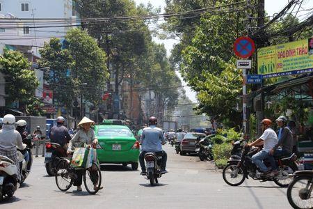 Tp.HCM: Cam xe o to khach luu thong tren nhieu tuyen duong - Anh 1