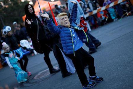 Ngai Trump phu song Halloween - Anh 3