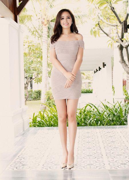 Hoa hau Mai Phuong Thuy khoe duong cong quyen ru truoc bien - Anh 2