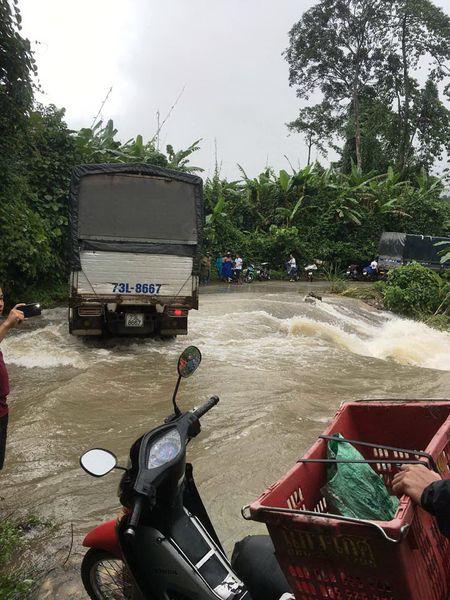 Quang Binh vua het lu lai bi ngap lut, nhieu noi bi chia cat - Anh 3